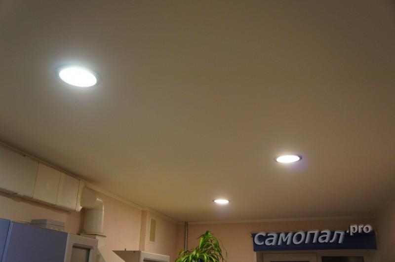 Потолок со светодиодными светильниками