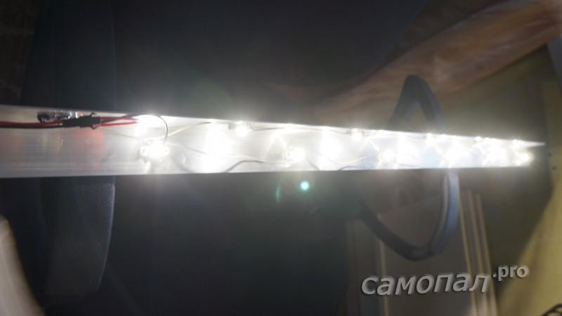 Светильник в гараже из алюминиевого уголка и 12-ти светодиодов