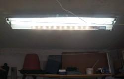 Светильник в гараже из алюминиевого угалка и 12-ти светодиодов