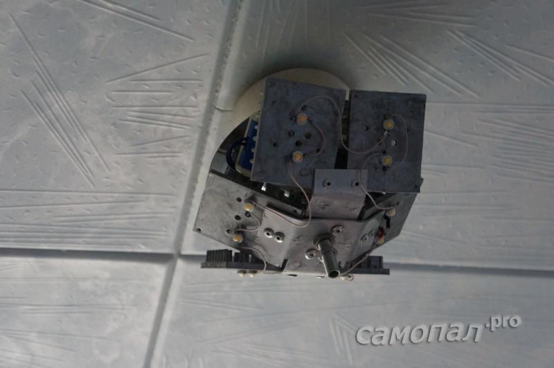 Светильник на потолке